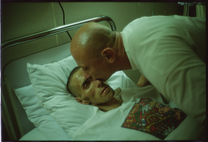 7-nan-goldin-gotscho-kissing-gilles-paris-1993.jpg